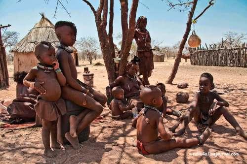 За детьми присматривают все женщины клана, у них нет разделения на своих - чужих