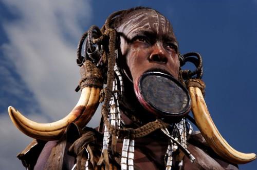 Воинственность и губные диски - главные отличительные черты племени сурма