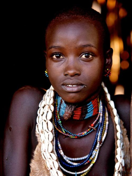 Женщины получают открытые раны, которые являются отметиной истинной женщины-хамер.