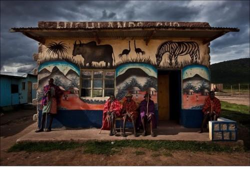 Масаи считают себя высшим народом Африки. Их не касаются дела низших племен - луо, кикуйю или каких-то там пришлых европейцев.