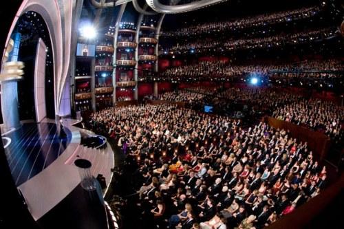 """Во время церемонии в театре """"Кодак"""". Зал вмещает 3300 человек"""