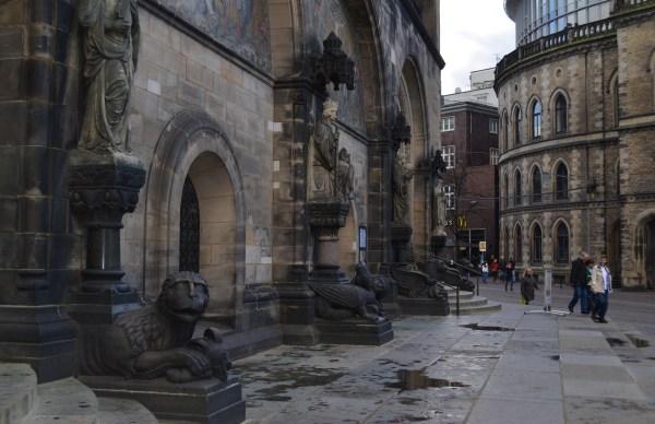 Статуи в соборе Святого Петра