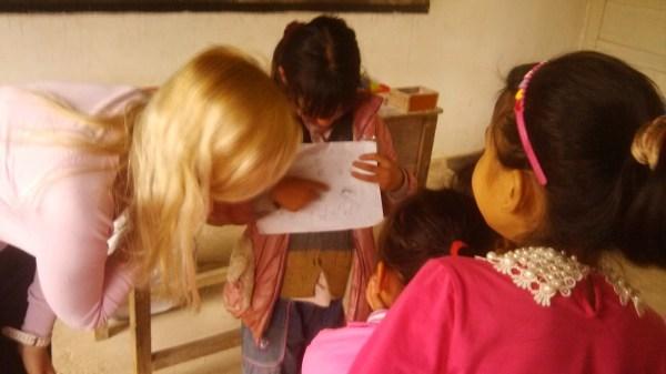 В Китай я приехала волонтером.  Я работа бесплатно, но дело не в деньгам, а в том опыте, который я получила